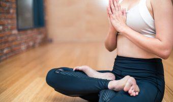 La oss fjerne disse (ekle) bekymringsrynkene i pannen: Yoga-versjonen