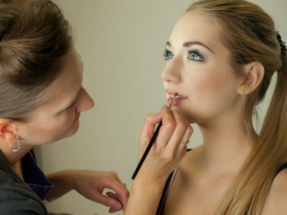 makeup-487063_960_720